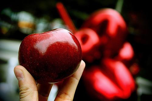 Una mela rossa