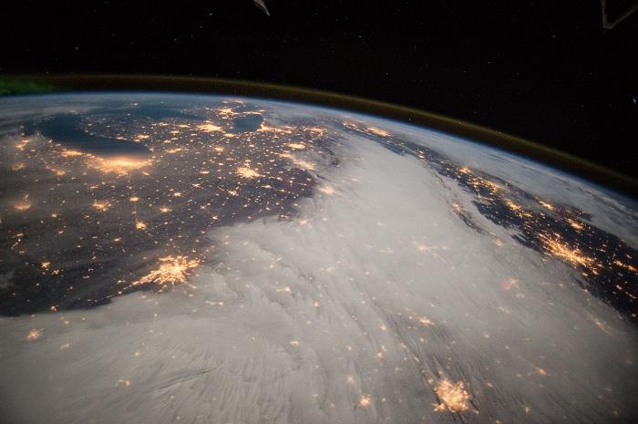 La terra vista dalla stazione spaziale internazionale