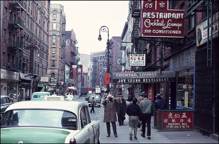 Una strada di New York nel 1962