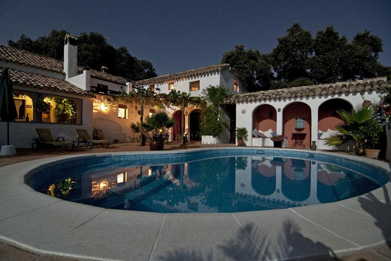 Una villa con la piscina