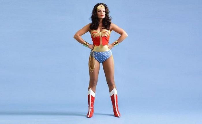 Postura di Wonder Woman